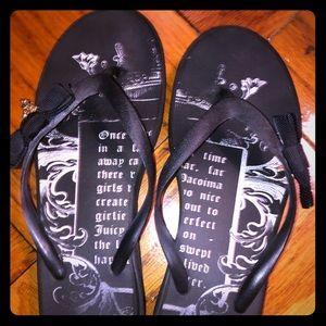 Cute black Juicy Couture flip flops w/ bow & charm